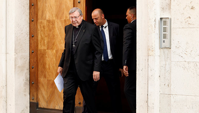 Главу секретариата Ватикана обвиняют в сексуальных домогательствах