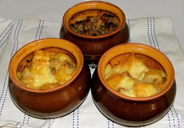 Мясо в горшочке с картошкой в духовке рецепт под сыром