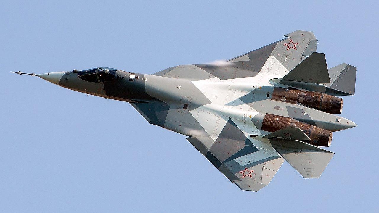 Миссия Су-57 в Сирии: эксперты рассказали, кому посылают сигналы пилоты ВКС РФ