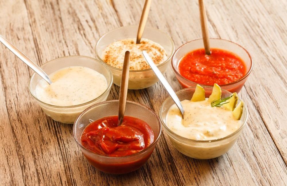 Мы нашли 12 безумно вкусных соусов, которые готовятся за пару минут!