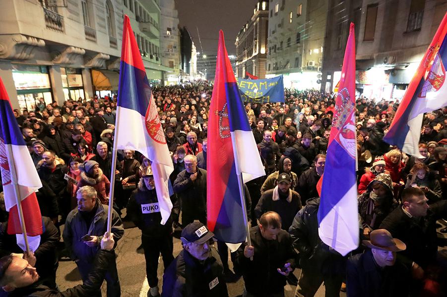 «Желтые жилеты» в центре Белграда. Европа волнуется. Россия празднует
