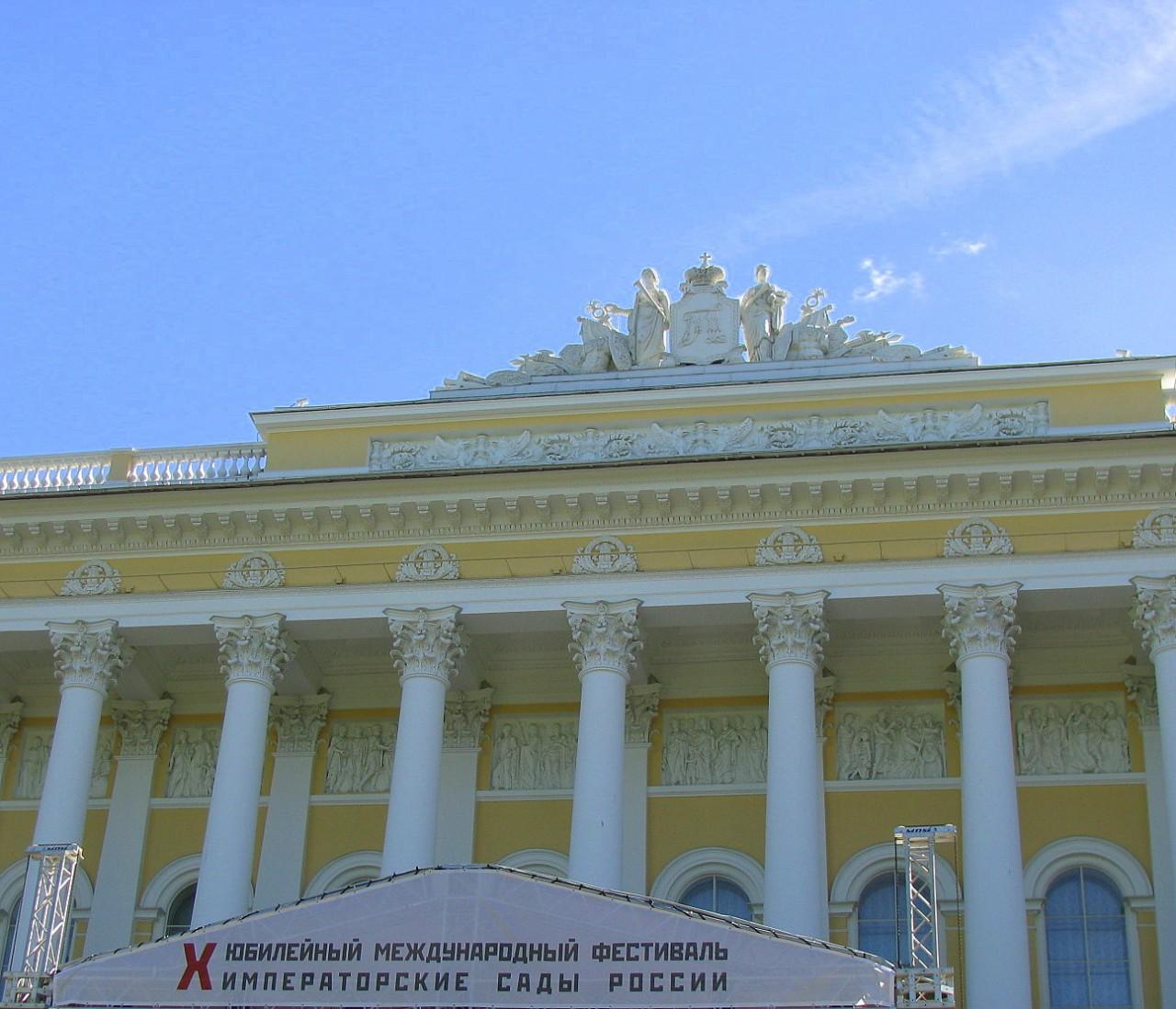 Юбилейный фестиваль в Михайловском саду Санкт-Петербурга.