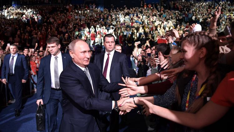 Почему среди школьников и студентов стыдно говорить, что ты поддерживаешь Путина