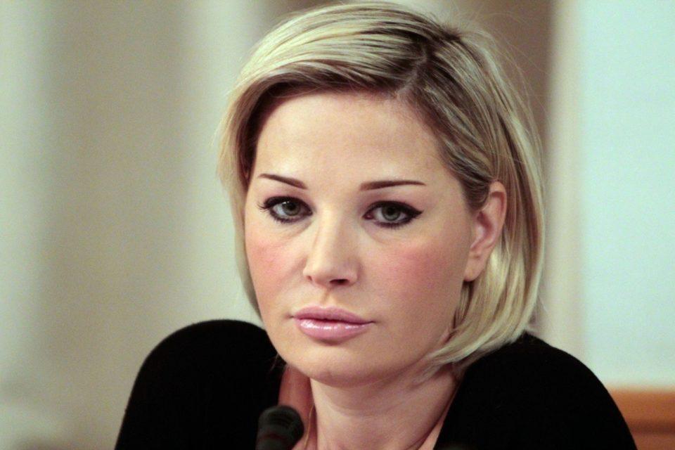 «Родину не предавала, а они взъелись» — Максакова назвала звезд шоу-бизнеса, отвернувшихся от нее после побега