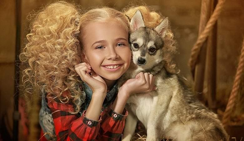 Российская девочка, возможно, умеет разговаривать с животными