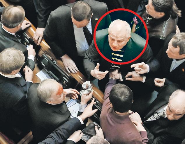 Эпизод из биографии Степана Кубива (в кружке): 16 января 2014 года он подрался в Верховной раде с другими депутатами.