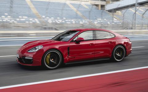 Porsche Panamera GTS: туризм по треку