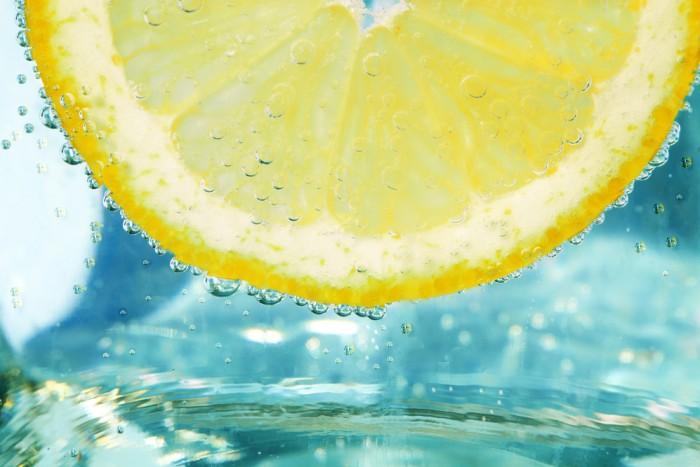 8 причин начать своё утро со стакана воды с лимоном