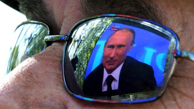 Защищать Путина с помощью Гитлера