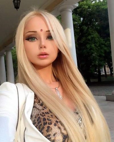 «Живая Барби» Валерия Лукьян…