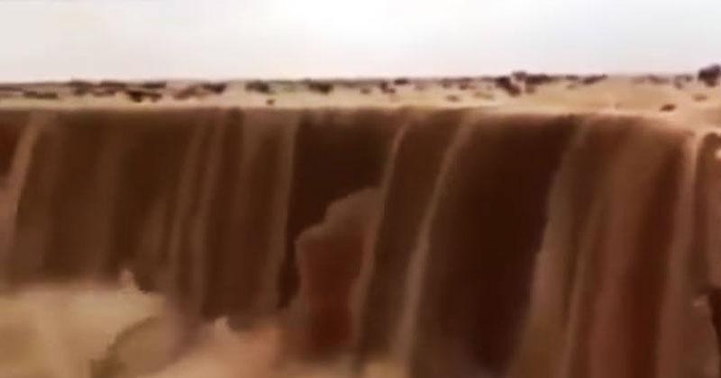 Настоящий пескопад в пустыне. Вы когда-нибудь видели такие масштабы?