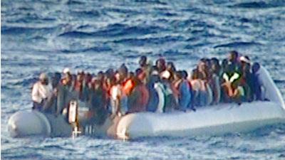 Более 1 тыс. мигрантов спасли у берегов Италии в рождество