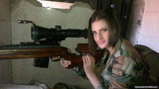Девушка-снайпер сирийской армии с винтовкой МЦ-116М