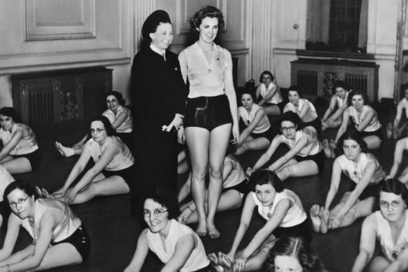 Учебник для жен офицеров СС
