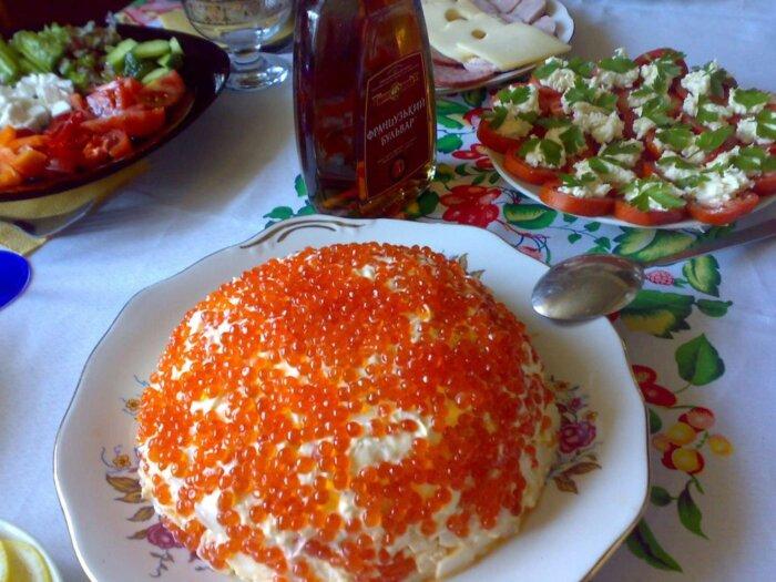 Кальмаровый салат с яйцом и огурцом