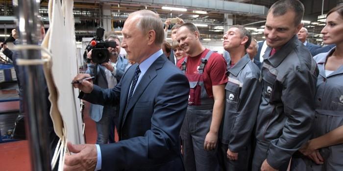 Путин призвал снять барьеры для импорта зарубежного сырья