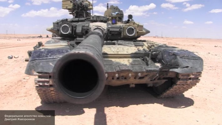 Долгожданное подкрепление на западе Алеппо: русские Т-90 попали в объектив