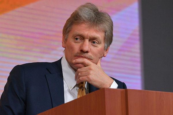 Песков объяснил, почему Путин на назвал фамилии Навального