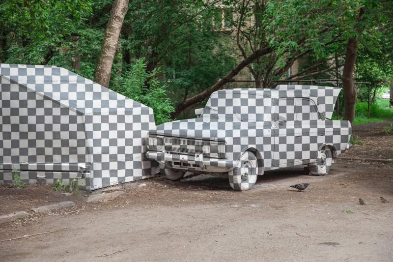 """В Екатеринбурге гараж и """"Москвич"""" вырезали из реальности"""