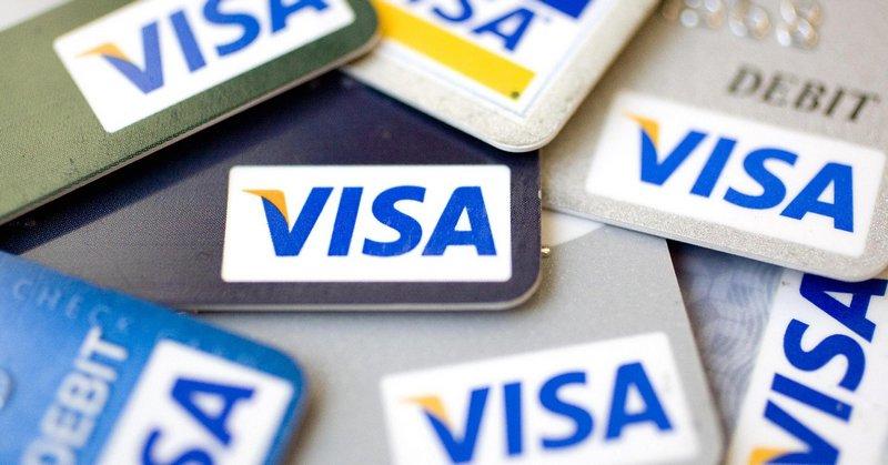Банки смогут брать комиссию за снятие наличных с карт Visa