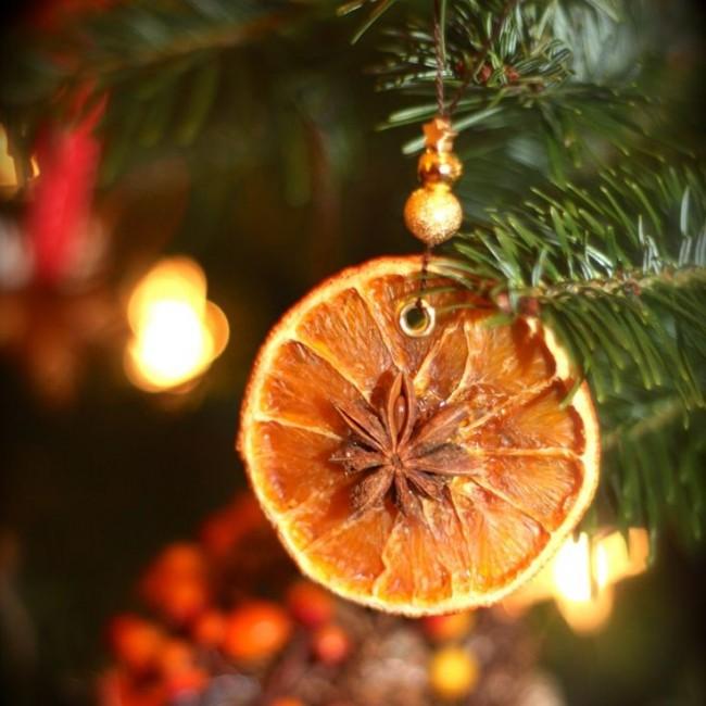 Отличная альтернатива привычным игрушкам - засушенные дольки апельсина со звездочкой аниса
