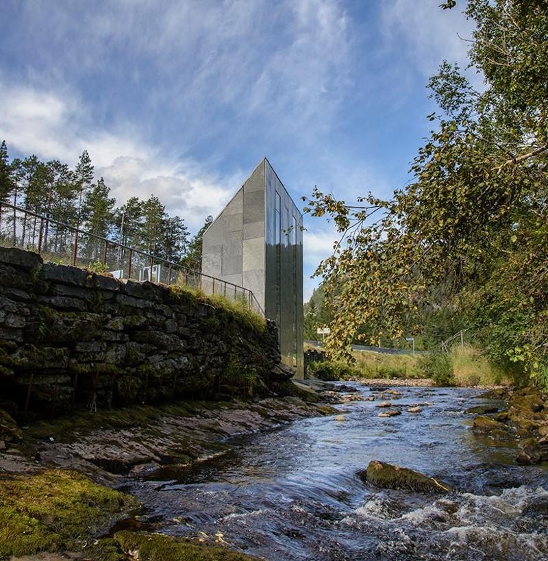 Уборная для эстетов: в Норвегии построили туалет, с которого можно любоваться водопадом