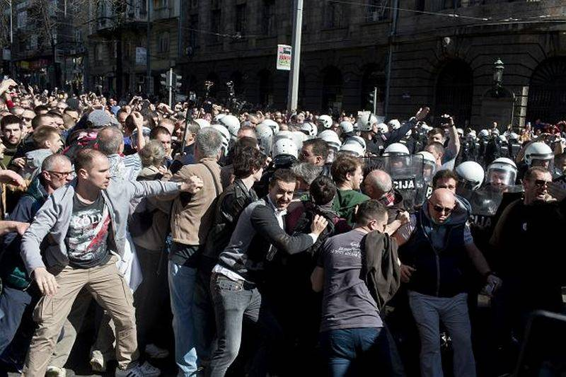 Волна протестов будоражит Балканы в пользу России