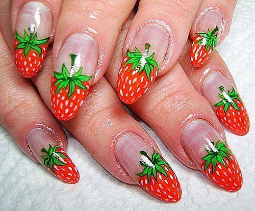 Фото клубники на ногтях