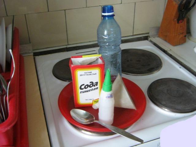 Чем очистить плиту от пятен