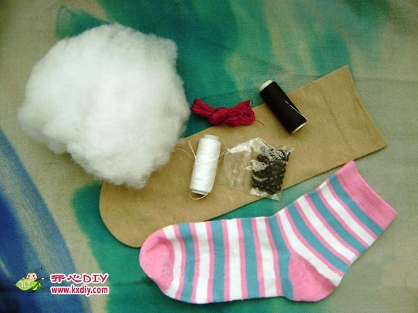 игрушки из носков. куколка и зайчик (10) (600x450, 120Kb)