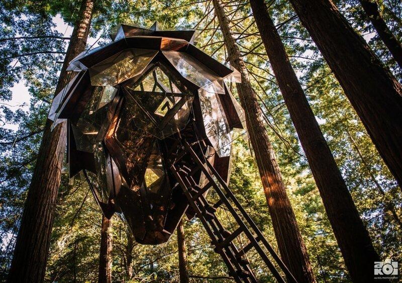 Удивительный домик на дереве от американского дизайнера