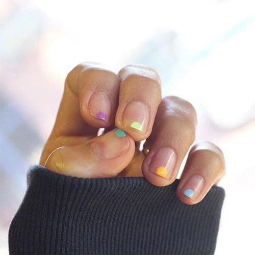 Модный маникюр френч с разноцветными точками