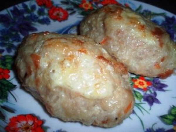 Куриные котлетки с квашеной капустой