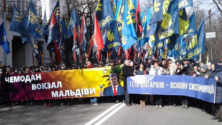 Националисты идут маршем против олигархов и хотят заглянуть к Порошенко