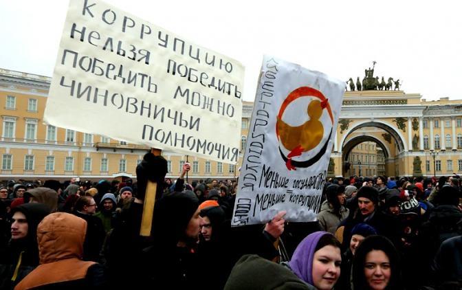 Почти треть россиян считает, что президенту не удаётся справиться с коррупцией во власти