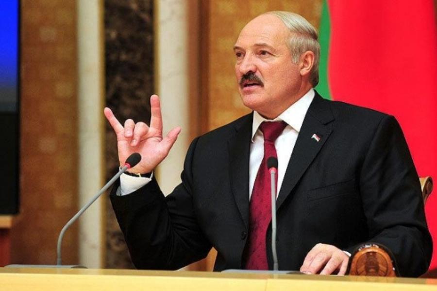Не Лукашенко прогнули, а он раком нагнул