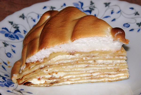 Блинный торт со взбитыми белками