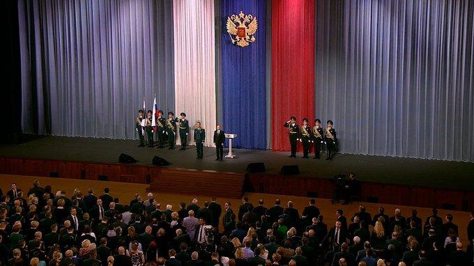 Он активно работает: В пресс-службе правительства объяснили отсутствие Медведева на концерте Росгвардии