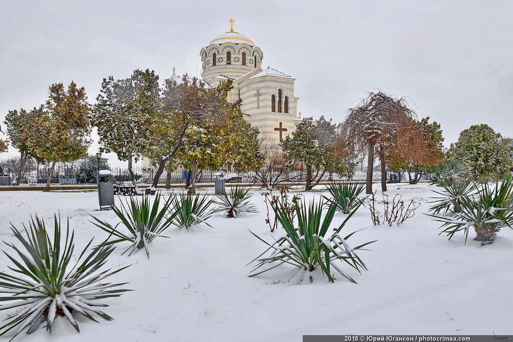 Херсонес. Первый снег в последний день зимы