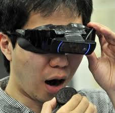 Очки для похудения - интересный эксперимент в Токио. Ученым из Токио в голову пришла уникальная идея. Основа идеи - ноу-хау на том, что сигналы о насыщении поступают из центра головного мозга. Они изобрели чудо-очки.