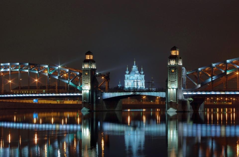 5 лучших мест Петербурга для ночной прогулки