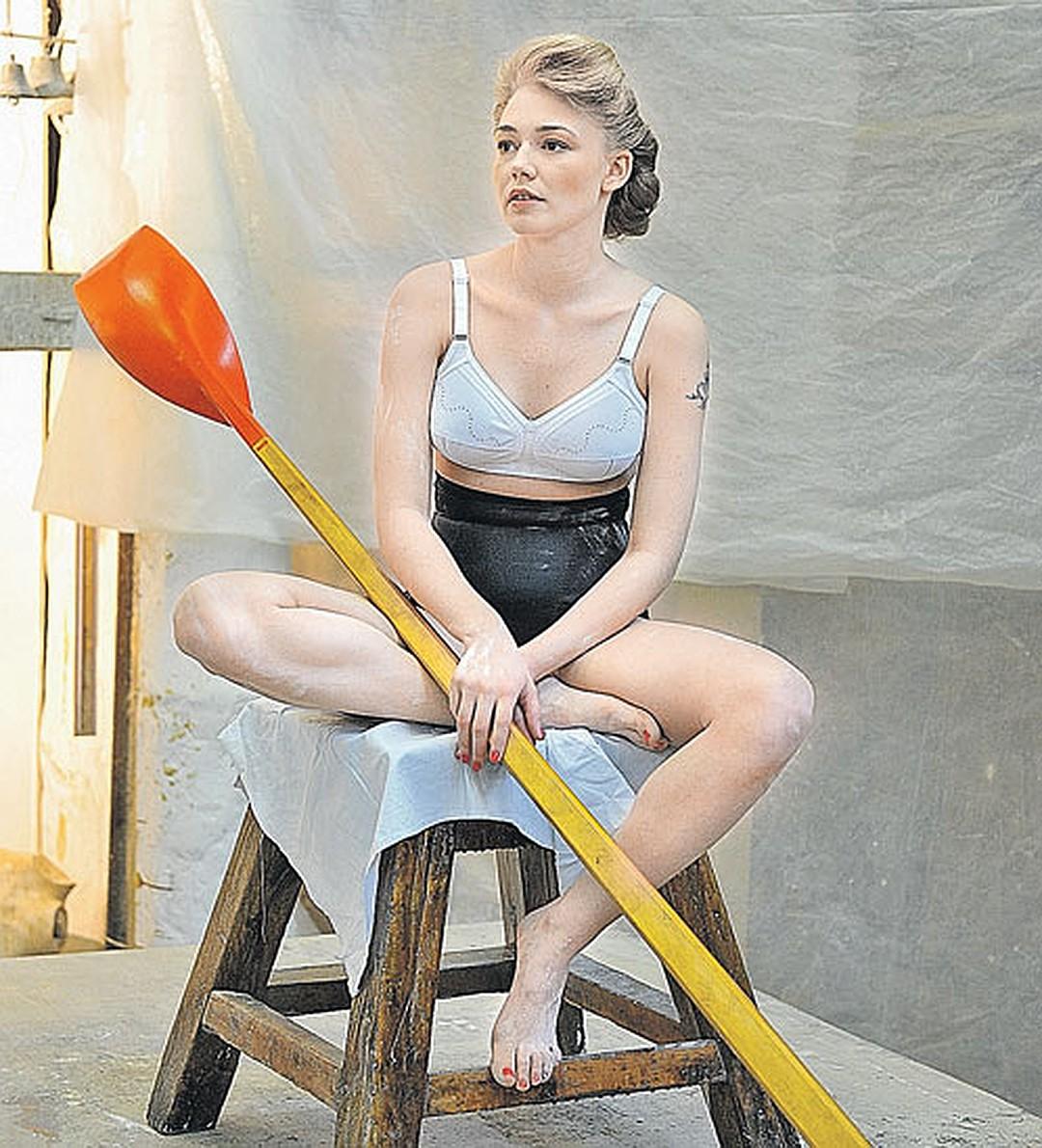 Сеть взбудоражило фото Оксаны Акиньшиной. Поклонники разделились на два лагеря
