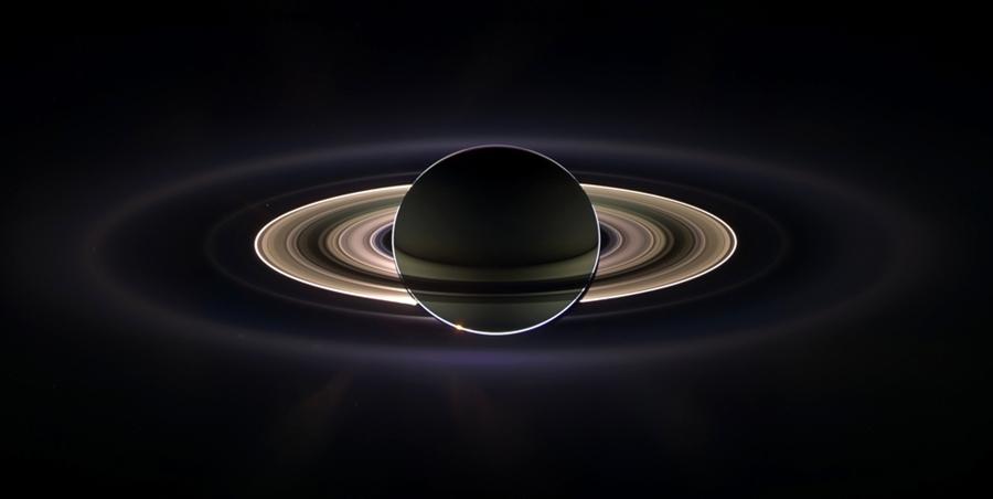 """Лучшие фотографии Сатурна, сделанные аппаратом """"Кассини"""""""