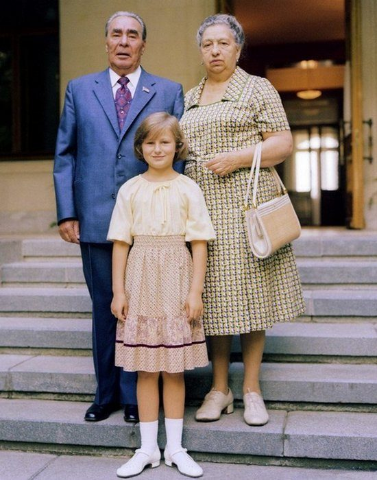 Брежнев с женой и внучкой. Фото