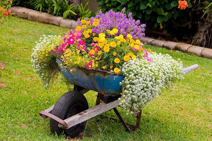20 блестящих решений, как при помощи старого хлама создать сад своей мечты