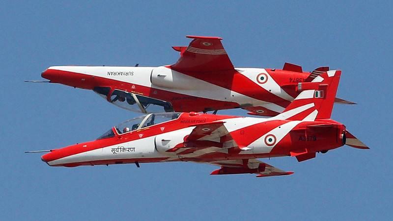 """В Индии упали два самолета пилотажной группы индийских ВВС """"Сурья Киран"""""""