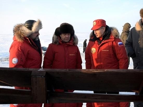 Путин вывез Медведева на мерзлую Землю Франца-Иосифа.Там президент взялся за ледоруб