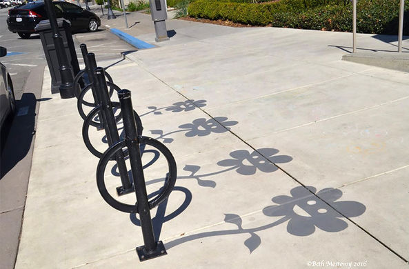 Художник в США дорисовал поддельные тени реальным предметам