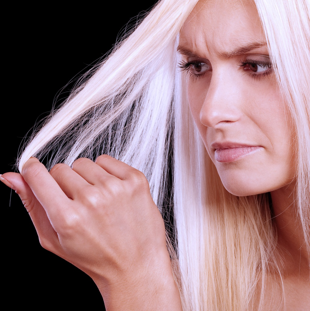 5 ошибок ухода за кожей головы из-за которых слабеют волосы