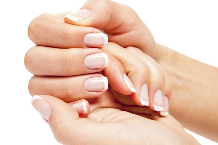 1. Бледные и тонкие ногти на руках